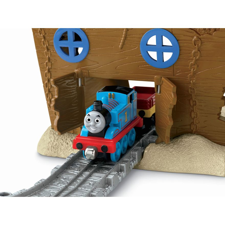 Thomas & Friends Take-n-Play Pirate Cove image-2