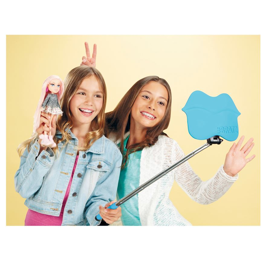 Bratz #Selfie Stick with Cloe Doll image-0