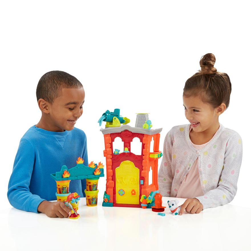 Play-Doh Town Firehouse image-0