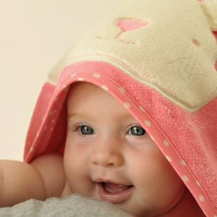 toTs by smarTrike Joy Bunny Hooded Towel - Pink